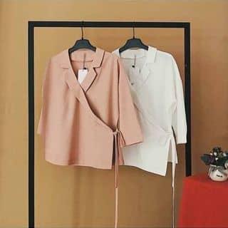 Áo cổ vest cột tà diện xinh như gái Hàn ạ Giá 160k Freesize. Màu: trắng, hồng Mẩu áo này cực kì dể mặc, không kén dáng, mix cùng short, baggy, chân váy đều xinh của letranletran tại Hồ Chí Minh - 2909482