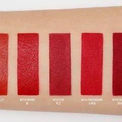 """Đối với các nàng sở hữu nhiều thỏi son môi thì 3CE chắc chắc là thương hiệu không còn xa lạ gì, bởi chỉ mới mấy tháng gần đây mà 3CE đã tạo nên cơn sốt mạnh mẽ đối với những tín đồ son môi khi liên tiếp tung ra những cây son khiến chị em mê mệt.😘😘  💋💄💋Son 3CE Red Recipe Xuất xứ : Hàn Quốc Giá : 420k  ✨✨✨Bảng màu son 3CE Red Recipe có tổng cộng 5 màu son và các màu son đều mang tone đỏ rực rỡ. Tuy nhiên mỗi màu son lại mang đến cho bạn một sắc đỏ khác biệt mà màu nào cũng yêu cũng đẹp đến """"ngất"""" 🤣😍🤣  #211 Dolly : Màu đỏ cam – Chất son satin (đây là thỏi son lì có chứa dưỡng nên khi dùng sẽ tạo hiệu ứng môi bóng, thích hợp với những cô nàng yêu thích bờ môi căng mọng, quyến rũ)  #212 Moon : Màu đỏ thuần – Chất son Satin (đây là thỏi son lì có chứa dưỡng nên khi dùng sẽ tạo hiệu ứng môi bóng, thích hợp với những cô nàng yêu thích bờ môi căng mọng, quyến rũ)  #213 Fig : Màu đỏ hồng – Chất son lì (chất son lì mịn, độ bám và khả năng lên màu son cực tốt)  #214 Squeezing : Màu đỏ tươi – Chất son lì (chất son lì mịn, độ bám và khả năng lên màu son cực tốt)  #215 Ruby Tuesday : Màu đỏ thẫm – Chất son lì (chất son lì mịn, độ bám và khả năng lên màu son cực tốt)  💥💥💥SHOP VỀ 4 MÀU : 211 - 212 - 213 - 214  -----------------------------------------------------------"""