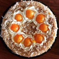 Bánh bông lan trứng muối. Hai lớp trứng muối,hai lớp sốt kem bơ,hai lớp phomai. Phomai nguyên chất k phải phomai con bò cười#doanonline Sz16cm 150k Sz20cm 250k 1/2 sz20cm 135k