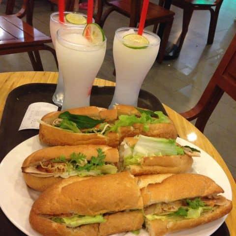 Các hình ảnh được chụp tại Highlands Coffee - Megastar Hà Nội