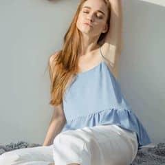 Blue Pastel Crop 💕 Hè này cứ hai dây mà diện nhé các nàng 🙆🏻 PaLi vừa cho ra mắt một siêu phẩm bánh bèo đáng yêu vô cùng luôn ạ hai dây có thể tăng đơ điều chỉnh được tuỳ thích với thiết kế nhẹ nhành tinh tế hứa hẹn sẽ làm đốn tim bao nàng nhà ta 💕 Chất liệu :  Lụa cát dày dặn bồng bềnh 💕 Xanh blue / white 💕 Giá : 160k 💕  White Baggy 💕 Chiếc baggy form lưng siêu sang bận lên chỉ có xinh và xinh thôi nhé các nàng có thể yên tâm về độ dày của em này rất tốt không phải loại mỏng te đâu ạ 💕 Size S M 💕 Giá : 200k