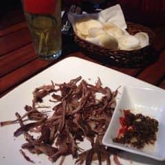 Bò khô chấm trứng kiến vàng của Vũ Vân tại Vuvuzela Beer Club - Nguyễn Bỉnh Khiêm - 229150