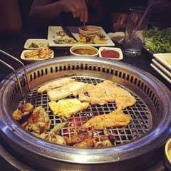 Lần này được rủ không mất tiền, thế là lại có dịp được thưởng thức Seoul Garden. Tuy nhiên thì nó cũng chán như mình kỳ vọng thôi may mà không chán hơn.  Thứ nhất, thịt nướng tẩm ướp bình thường mình khó tính nên ăn không thấy ngon với lại các lựa chọn rất nghèo nàn. Thứ hai, mấy đồ ăn kèm sushi & gimbap không có gì đặc sắc. Thứ ba, các loại món ăn tráng miệng chán và nghèo nàn. May được cái nước lẩu thái cuối cùng vớt vát lại không thì mình sẽ chê tiếp. Nói chung với số tiền gần 400k cả đồ uống các bạn nên chọn một nhà hàng khác chứ đừng ăn ở đây.