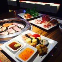 Nhiều loại sốt ngon, thịt cũng tươi ăn thoải mái, có điều mấy món rau qá ít và hải sản ko đc tươi!