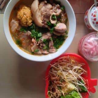 Bún bò Huế Mụ Rơi: bò, cua, giò (chân giò) của anhdendem tại 234 Phan Đình Phùng, Chánh Lộ, Thành Phố Quảng Ngãi, Quảng Ngãi - 309242