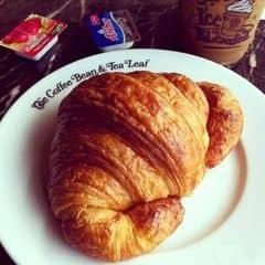 Bánh nướng vàng đều, xốp và thơm. bột bánh mềm không bị khô, bánh cũng rất to, giá hơi cao nhưng tính ra thì tiền nào của đó thoai. Bánh có thêm hộp bơ Anchor (bơ ngon bơ xịn nha :3) và hộp mứt dâu, mình hay cắt bánh làm đôi rồi nửa ăn với bơ nửa anh với mứt chứ ko trộn chung để ăn :v