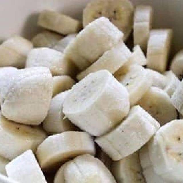 Cách nấu chè chuối bột báng nước cốt dừa đơn giản