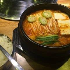 Đến Gogi không ăn thịt nướng mà gọi canh kim chi cũng được (y)