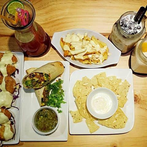 Các hình ảnh được chụp tại Cochee Coffee & Cheesy Food