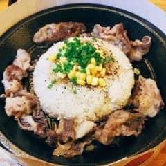 #American #beef #rice with Tare #sauce Cơm bò Mỹ sốt Tare 89k/combo có 4 món ăn kèm và nước ngọt. Món này đc gọi là #hotto nổi tiếng của #japan : làm chín thức ăn bằng chảo #teppan chỉ trong vòng 3p với nhiệt độ lên đến 270 độ C. Tasaki BBQ ở Ngô Văn Năm q1 #food #foodpic #foodporn #foodholic #japanesefood #japanese #lunch #yummy #delicious #ximuoieat #restaurant #instafood #saigon #hochiminhcity #vietnam #lozi #lozis