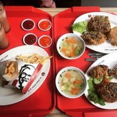 - cơm cà sốt BBQ + khoai tây&gà chiên + milo của Bùi Phượng tại KFC - Cầu Giấy - 2232897