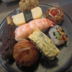 Đồ ăn nhật khá là ngon. Đủ loại lựa chọn. Ko ngờ kichi lại có mấy món ngon như vầy :D Quá xá tuyệt vời :3 Giá tầm 250kk 1 ng kể cả nước uống #happykichi