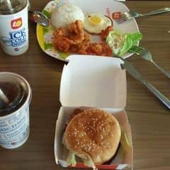 Cơm gà viên + hamburger gà cay của Lâm Yến tại Lotteria - Xã Đàn - 1787821