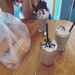 Cookies, matcha, socola đá xay, trà đào tươi thơm giòn, trà sữa béo béo cực ngon, cực rẻ  của Đào Huyền Trang tại Urban Station Coffee Takeaway - Quang Trung - 2207468