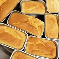 🔴 Bông Lan Trứng Muối   🔺Size Tròn:  - Bánh bltm sz16 100k/hộp  - Bánh bltm sz20 130k/hộp   - Bánh bltm sz 16 ( 5 trứng 6 phomai ) 160k   - Bánh bltm sz 20 ( 6 trứng 8 phomai ) 200k  🔺Size Hình Chữ Nhật:  - Bánh bltm hcn nhỏ 60k ( 2 trứng 2 phomai )   - Bánh bltm hcn to 120k ( 4 trứng 4 phomai ) 📲Hotline: 01634930006 imess/zalo/viber   ❌Insta: inn.cakee ; FB: Bích Ngọc ( Bông Lan Trứng Muối )   KHÁCH QUA NHÀ LẤY GỌI EM TRƯỚC 30p ĐỂ EM CHUẨN BỊ BÁNH Ạ!!!