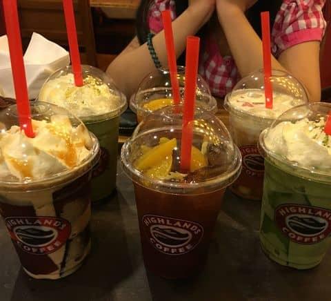 Freeze socola - trà xanh + trà đào + trà sen vàng - 212170 tholaulovelyahus2 - Highlands Coffee - Hoàng Đạo Thúy - 17 T1 Hoàng Đạo Thúy, Quận Cầu Giấy, Hà Nội