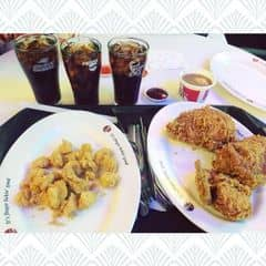 #KFC lại chạy tiếp ct 99k. 3 gà rán, 1 gà popcorn và 2 #pepsi vừa. Phải mua thêm bắp cải trộn hoặc khoai tây nghiền ăn kèm cho đỡ ngán. #fastfood #chicken #deliciousfood #dinner #yummy #food #foodholic #picoftheday #weekend #saigon #hochiminhcity #vietnam #asia