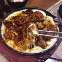 """4 sao cho món này luônnn☺️Đồ ăn thì ngon, gà thấm gia vị, nhân viên thì cute vô đối luôn. Có anh nv người Hàn Quốc hay gì á, lúc về cứ đi theo hỏi """" Ăn có ngon ko??"""" Thấy thương d"""
