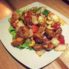 Một trong những món must try ở Thai Express. Món dành riêng cho những ai thích ăn chua cay măn ngọt.  Mỗi tội là nếu tính tổng chi phí ra thì cái đĩa này hơi bị đội giá quá. Nhưng thôi ăn ngon mà ko muốn vào bếp thì phải chịu.