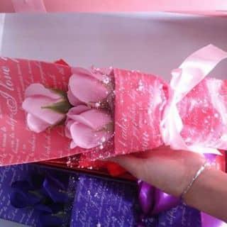 Hoa hồng sáp 3/5/9/11/50bông tùy theo khách đặt nhe. Kèm gấu hoặc hok kèm gấu.. giá khác nhau ạ của phantrung27 tại Trà Vinh - 1271235