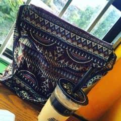 Ngày xưa vào ding chỉ thích uống trà sữa vải chân trâu giờ thì chỉ thích hokaido vị thơm dịu dàng mê mệt luôn!!! Quyết tâm thử hết các vị ở ding ❤️ Thích veiw ở Thái Hà hơn Chùa Láng vì ngồi có nắng chiếu vào đc sống ảo ahihi