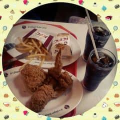 Chả hiểu sao chỉ thíc ngồi ở KFC Bà Triệu ăn 😍 Quán ăn thấy ngon hơn, view đẹp, phố khá yên tĩnh ^^ Đi buổi trưa thích nhất 👍
