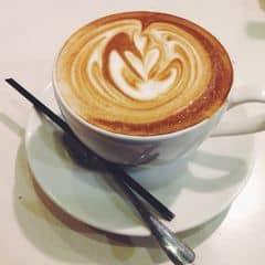 """Thích đi Urban nhất,mở nhạc hợp với phong cách của giới trẻ,ko có mấy bài """"trẻ trâu"""",nhân viên thì rất nhiệt tình và luôn luôn cười tươi để phục vụ khách,quán lúc nào cũng mát ko nóng như mấy quán khác,thức uống ngon,rẻ nhưng muốn quán nên mở thêm nhiều loại trà vì bây giờ trà rất hot và rất """"lên ngôi"""" 😆 Rất thích và sẽ tiếp tục ủng hộ 😎😊"""