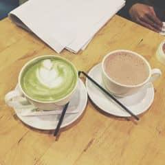 Latte trà xanh + hot chocolate của Thanh Hằng💋 tại Urban Station Coffee Takeaway - Chùa Láng - 2290178