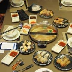 Mỗi lần thèm lẩu thì sẽ lại tìm đến Kichi Kichi. Khoái ăn nước lẩu thái cay cay, vừa ăn vừa thổi nhai sột soạt nữa !! Nước chấm của Kichi đậm đà, RẤT ĐẬM ĐÀ, ăn nhiều chỗ buffet lẩu rồi, thật sự chưa chỗ nào nước chấm được vậy. Thức ăn phong phú và cũng rất chất lượng. Khoái pepsi nữa :)) thường đi uống buffet pepsi uống 3 4 ly :)) TOẸT!!!   #happykichi