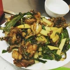 Lẩu ếch số 5 lò đúc quá nổi tiếng lun, mình ăn ở đây xong k muốn đi ăn các chỗ khác. Ếch thơm, cay. Đồ gọi ngoài : nấm, váng đậu, đậu, khoai, ngô. Ếch các món : xào chua ngọt, chiên bơ, rang muối, da ếch chiên ròn. Tb 2 ng ăn 400.