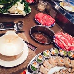 """#happykichi - Nước lẩu Tứ Xuyên nhưng ko chưa đạt đến mức cực cay như mình thích đâu. Nước lẩu thanh thanh, cay nhẹ kích thích vị giác một tẹo :v; mà như thế thì các bạn ko ăn cay được cũng có thể thử :smile:. - Chỉ thích mỗi dạng băng chuyền như Kichi Kichi, muốn xơi gì thì tự mà lấy, ko phải gọi phục vụ (Y).  - """"Chim ưng"""" thêm 1 điểm nữa, giờ có cả sushi và dimsum luôn, ăn 1 lợi đến mấy.   - Bon chen tham gia với hy vọng được giật giải để tiếp tục có cơ hội thử ở các chi nhánh khác nữa =)))"""