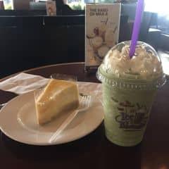 Matcha iceblend + Chicago cheesecake của Tuyết HoaChiLinh tại The Coffee Bean & Tea Leaf - Thanh Niên - 2010524