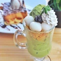 Thành phần gồm : 2 loại kanten,2 loại softie,ngũ cốc,kem trà xanh,whipping cream,đậu đỏ và shiratama