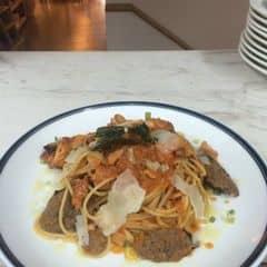 Mì spaghetti với xúc xích bò nhà làm kèm thịt ba chỉ xông khói của Lương Ngọc Đại tại The KAfe - Nguyễn Chí Thanh - 2068300