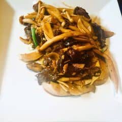 Nhiều nấm, thịt bò đậm, ăn khá vừa miệng