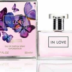 Inlove chan chứa đầy tình yêu thương, không thể quên được những kỷ niệm  2 người bên nhau. chiếc xuất từ hoa quả, trái cây, mùi hương ngọt ngào và hạnh phúc.
