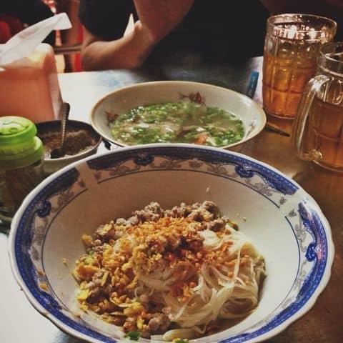 Các hình ảnh được chụp tại Bánh canh 303 Nguyễn Tiểu La