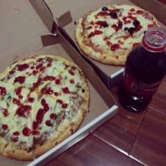 Pizza bò băm+pizza xúc xích của Châu Thị tại Pizza Express - 1081922