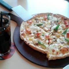 Pizza đế mỏng + phô mai của Trúc's Yoona's tại Pizza Hut - Nguyễn Trãi - 1447528