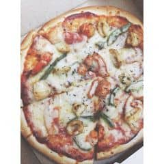 """Pizza không ngon bằng Hut hay Inn nhưng cũng khá Ok, rất thích những chương trình khuyến mãi ở đây :3 thông thường là """"Mua 1 tặng 1"""" nhéee :3 Hình như quán chỉ có delivery thôi..."""