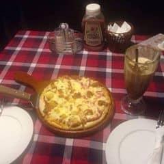 Pizza hawaii & Pizza gà BBQ  của bunn tại Pepperonis Restaurant - Hàng Trống - 1139402