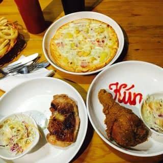 Pizza hawaii + khoai tây chiên + đùi gà khổng lồ + gà chiên mật ong của happyday198182 tại 225 Phan Đình Phùng, Phan Đình Phùng, Thành Phố Thái Nguyên, Thái Nguyên - 697174