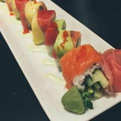 Sushi hay sashimi ở đây ăn cũng được, nhưng so với ở Sushi Hokkaido thì mình thấy không bằng, giá thì rẻ hơn tầm một nửa. Nhân viên phục vụ tốt, không gian thoáng, nói chung đáng để quay lại 😬