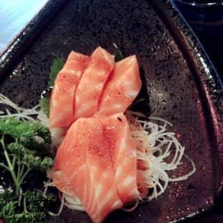 Sashimi cá hồi sốt cay của helly.truongdekotive tại 92 Nam Kỳ Khởi Nghĩa, phường 7, Quận 3, Hồ Chí Minh - 636327