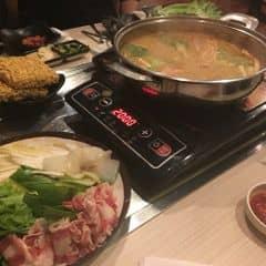 Có 2 suất buffet 249k và 349k gồm đồ nướng+lẩu nha. 😋 nước lẩu Thái chua cay ở đây ngon cực kì luôn. Đặc biệt thích canh ăn kèm và món súp khai vị của nhà hàng 😍