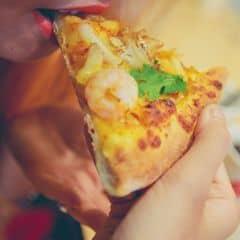 Cắn vào phát thấy khá giòn, có vị béo béo của cheese hòa với vị mặn vừa của hải sản khá là độc đáo, vỏ bánh k bị cứng quá. Từ 16-23/5 khi mua 1 sẽ được tặng 1, áp dụng cả tuần Megaweek tại 74 Minh Phụng, P.5, Q.6, TPHCM. Giá trung bình 200k/2 người.