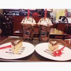 Socola Freeze + Bánh Opera của Khánh Linh Hoàng tại Highlands Coffee - IPH Indochina - 1551775