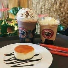 Socola Freeze + Trà Đào + Bánh Opera của Lâm Minh Triết tại Highlands Coffee - Hàm Nghi - 2617447