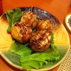 Tokoyaki  ở đây ngon lắm nhưng tiếc là ko có cá bào :'(. Sauce tương và mayo thì rất ngon, cho cũng nhiều. Bột bánh mềm, thơm, phần nhân bên trong ít lắm, có một miếng bạch tuộc bé tí :(((. Không gian quán sang trọng, hiện đại, nhân viên phục vụ rất chuyên nghiệp.