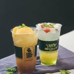 Bộ đôi giải khát cực đã cho những ngày nắng nóng ở Sài Gòn nhé ^^. Menu quán có đủ loại từ cafe, trà, đá xay và bánh ngọt nữa, sẽ để dành khám phá từ từ~